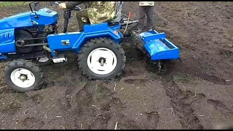 Испытание Минитрактор Русич на участке земли с использованием роторной фрезой, которая идёт в подарок с плугом