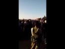 Боевики Сирийской свободной армии из г Бусра аль Шам передают свое вооружение и технику правительственным силам при посредни