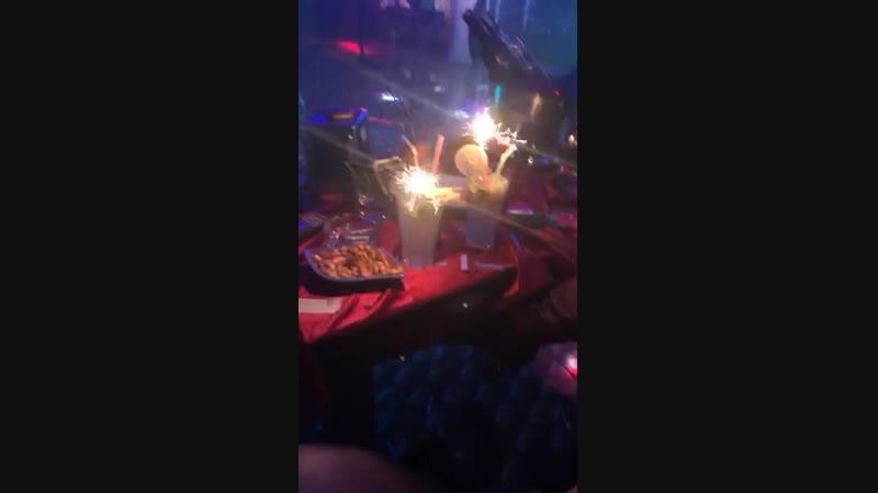 Parti Başladı. En lezzetli kokteyller ve Müzik. Eğlenceli bir gece sizi bekliyor.