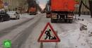 На фоне снега и морозов улицы Петербурга начали посыпать гранитной крошкой