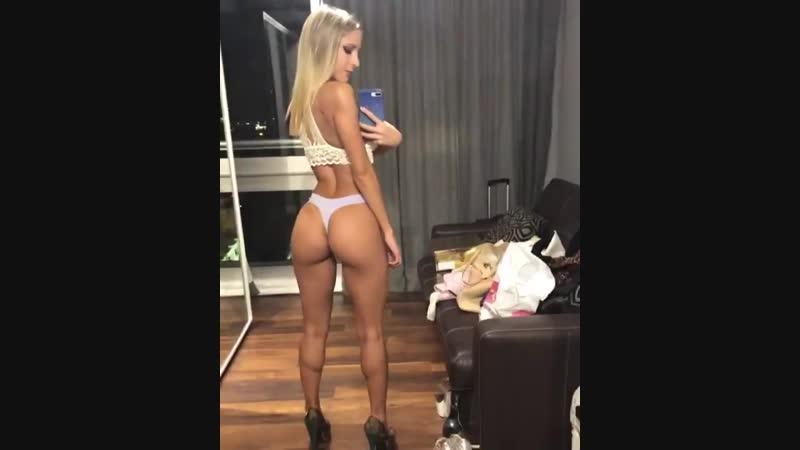 Сексуальная попка. Красивая девушка вертит попой. Модель девочка, стриптиз эротика, студентка, голая сиськи не порно секс 18 ню
