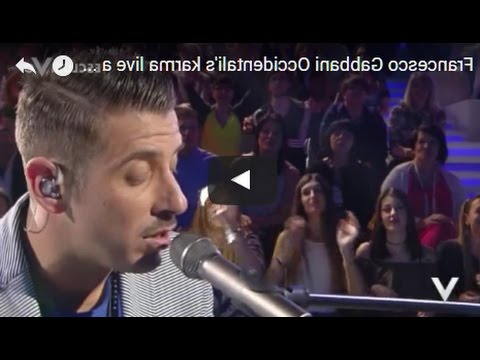 Francesco Gabbani Occidentalis Karma Live al pianoforte