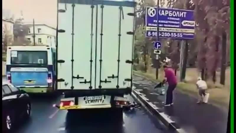 Вантажівка переїхала дитину на велосипеді.