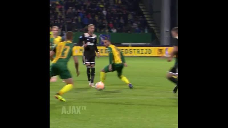 Earlier this season vs. Fortuna! ➡️ Dolberg 🎯 Ziyech 🎯