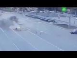 Момент столкновения грузовика с легковушками в Москве
