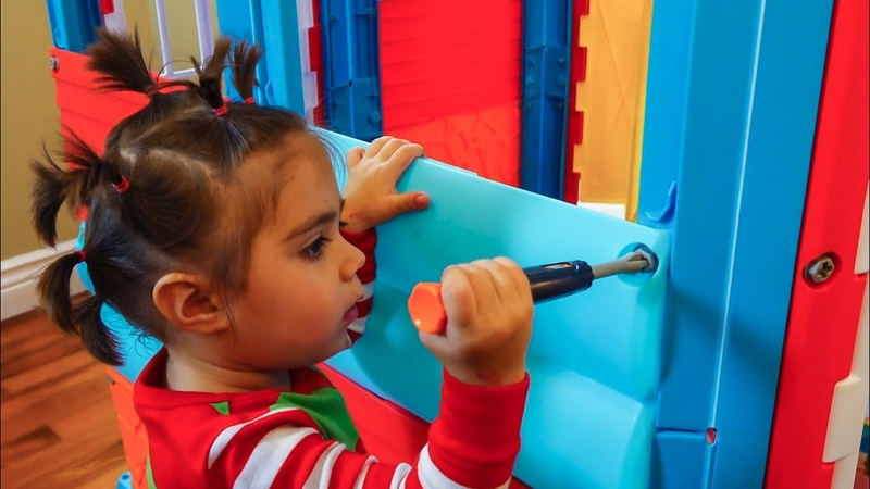 СОБИРАЕМ НОВЫЙ ИГРОВОЙ ДОМИК ДЛЯ ДЕТЕЙ /ВЕСЕЛЫЕ ПУПСИКИ / игры для малышей