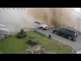 Момент прорыва трубы в Барнауле. Эпичное видео