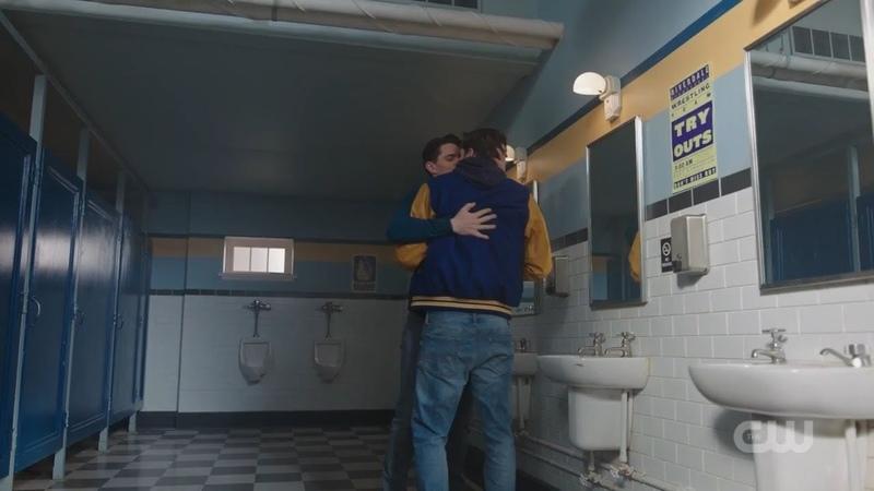 Поцелуй Лося и Кевина. Ривердейл 2 сезон 22 серия. ФИНАЛ.