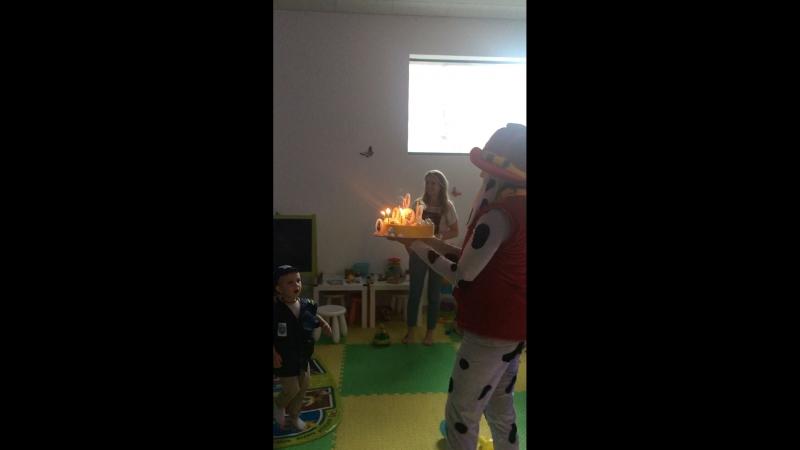 Маршал выносит волшебный торт, а Назар загадывает желание!
