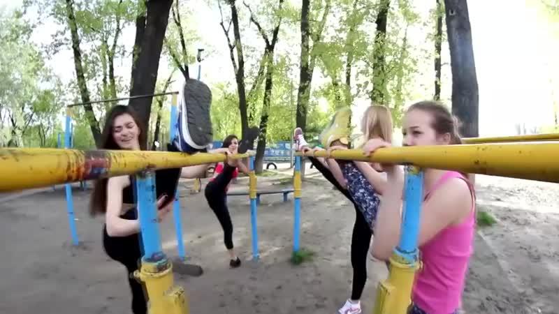 Красивые и сильные девушки на турниках (720p).mp4