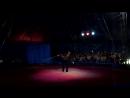 Цирковой артист крутит в руках с бешеной скоростью огромный куб. 28.05.2015 г. Мичуринск.mp4