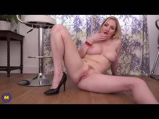 Hot big breasted milf georgie lyall with her big juicy pussy lips riding her big toy - http://www.vidz72.com