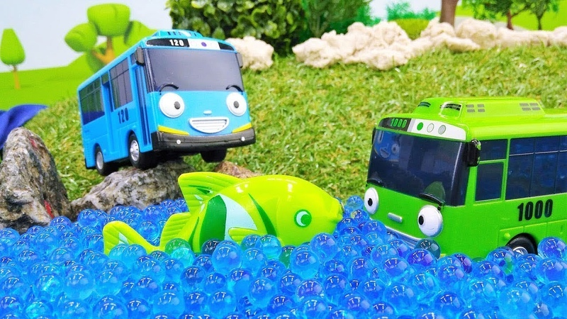 Tayo the Little Bus toys go fishing