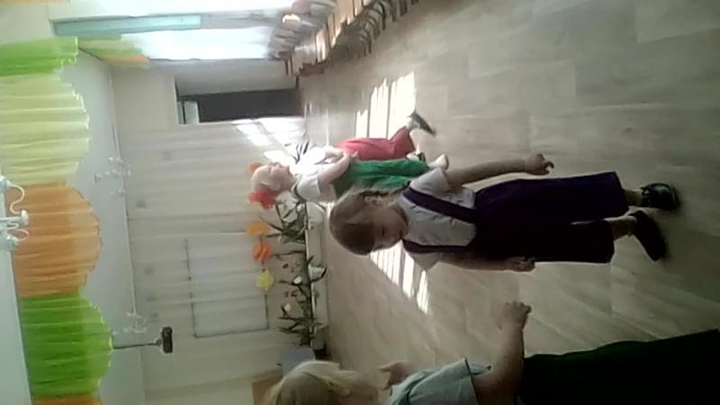 моя малышка танцует губки бантиком