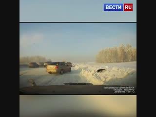 Массовое ДТП с участием девяти машин в Кемеровской области попало на видео.