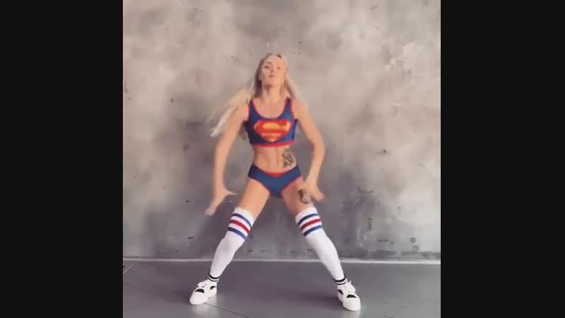 @dance_malyshka_official 16 shots 🔫🔥 Supergirl 💪😁 Звук погромче 😏 dancemalyshka girl twerk dance shake top hot best bea