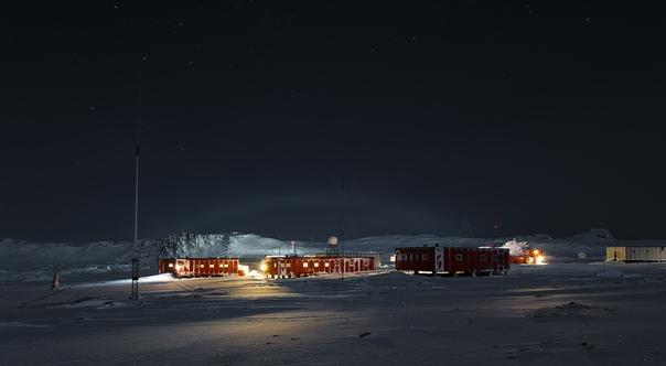 Первая кровь в Антарктиде: полярник пытался зарезать коллегу за спойлеры к книге Просто невероятный по концентрации дичи случай. Антарктика: один полярник ударил другого ножом из-за спойлера к