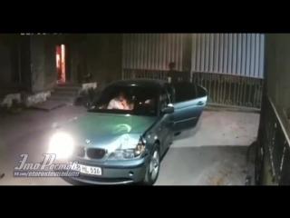 БМВ влетела в забор завода Красный Дон - 24.08.18 - Это Ростов-на-Дону!