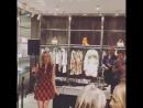 24 сентября: Лорел выступает в рамках недели моды в Милане в магазине Just Cavalli