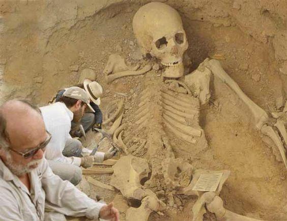 Загадки Эквадора Эквадор постоянно радует необычными и таинственными находками, связанными с неизвестными древними цивилизациями. Так, к примеру, в 1965 году аргентинский искатель приключений