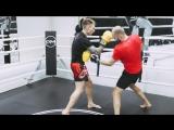 Отработка бокового удара по печени в боксе