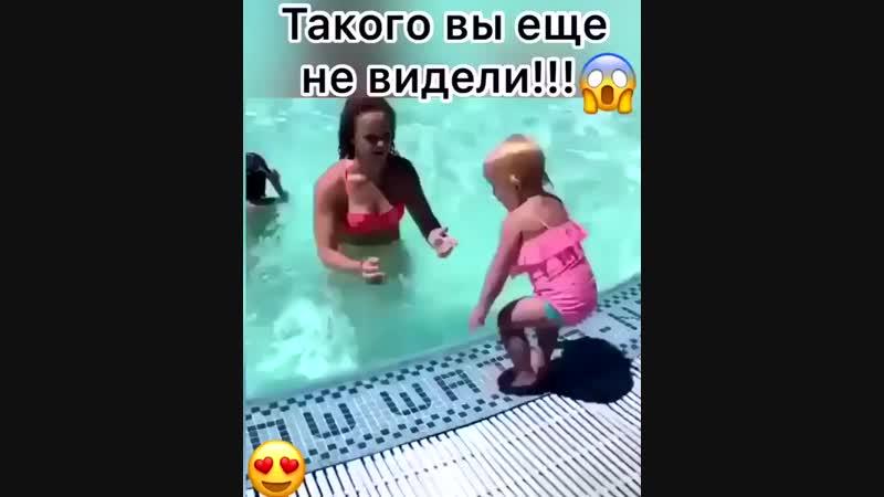 Даже маленькая девочка занимается!😇 А ты?😆👇⠀