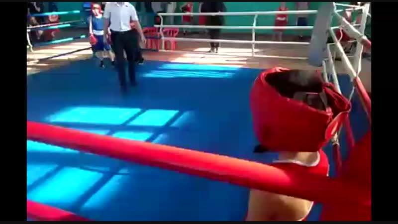 Гоман Ваня Бокс г.Донецк. друзья, посмотрите внимательно справедливо ли вынесли судьи победу синем углу