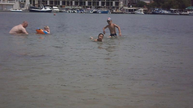 Даня отжигает на пляже