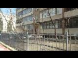 Карета скорой помощи стоит у дома Нины Дорошиной в Москве