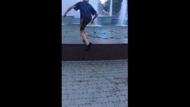 Купание Чигрыша в фонтане