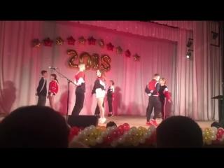 Выпускники из Добрянки поставили танец под песню Эльвиры Т