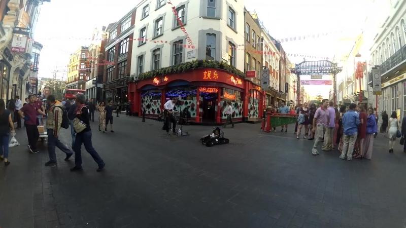 London street musican - Boom Boom Boom