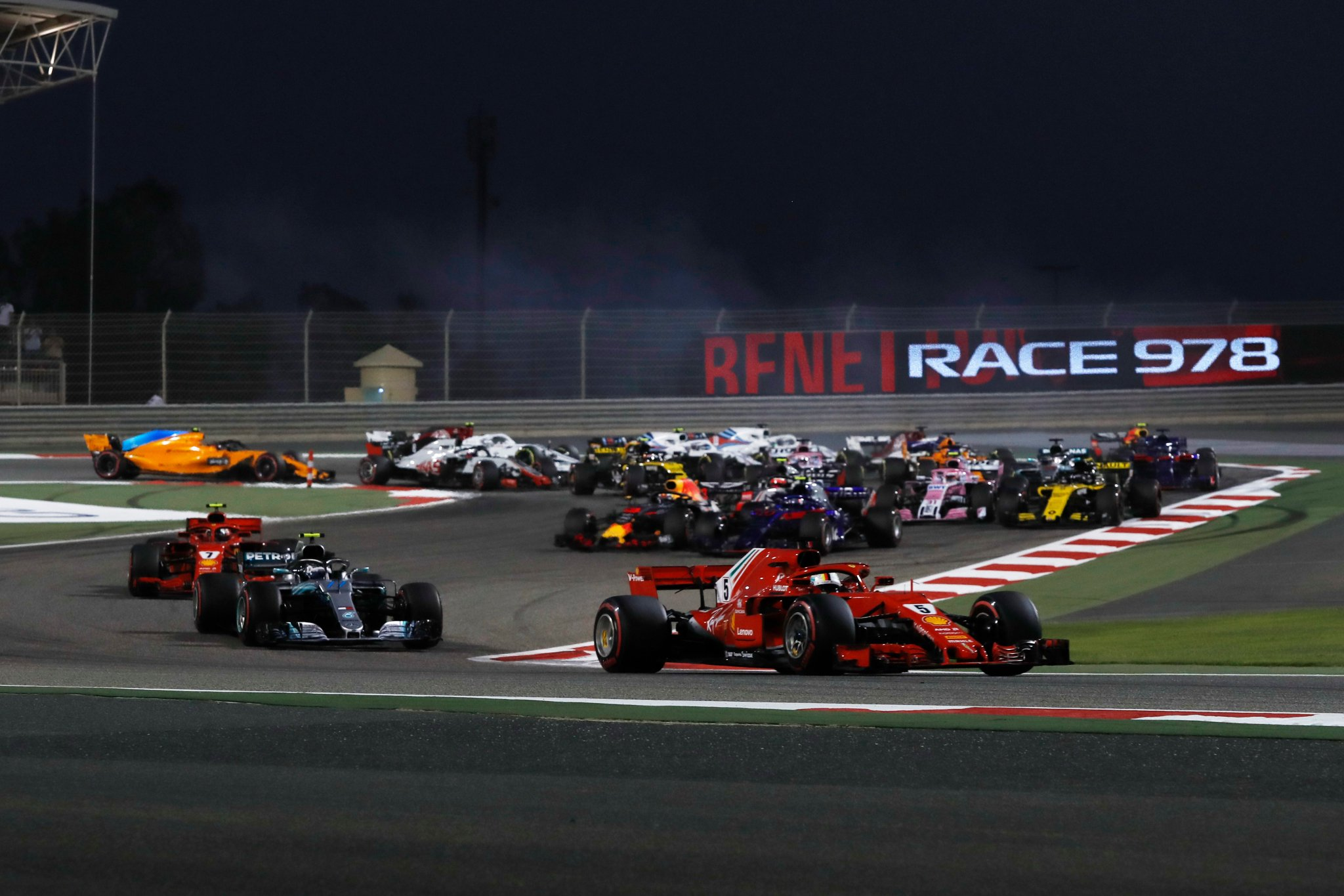 Первые повороты гран-при Бахрейна 2018 года