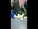 31 роза сине-белый букет