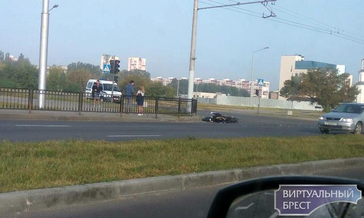 На проспекте Республики в ДТП попал мотоциклист