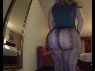 Девушка с большой попой в колготках, bubble big butt ass milf girl woman lady black hip mom video walk wife chik (hot&horny)