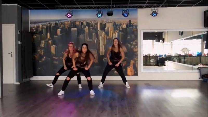 Танец в студии втроём - Era Istrefi - Bonbon