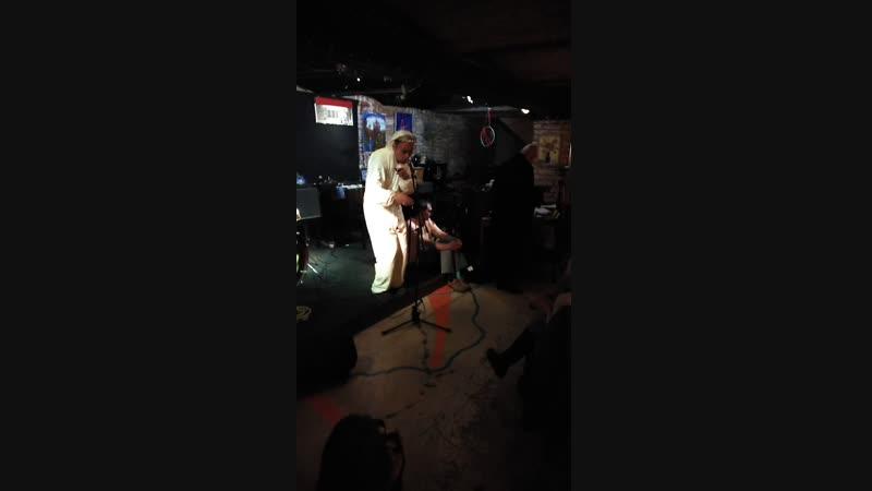 Вовка Кожекин как часть спектакля на полной импровизации в Массолите
