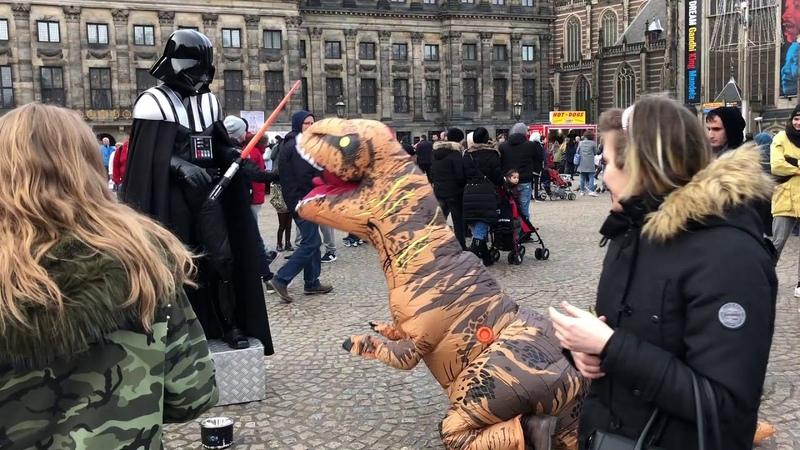 Динозавр в Амстердаме