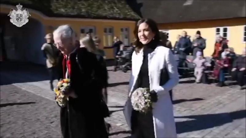 Королева и Кронпринцесса на 90-летия фонда Продвижение ручной работы.