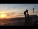 Вот как правильно нужно катать девушку на мотоцикле)