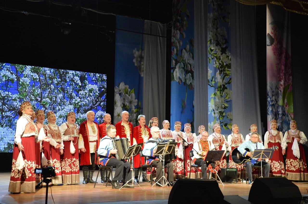 Народный хор русской песни Биробиджана отметил 60-летие юбилейным концертом