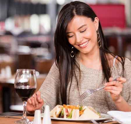 Шкуры красного винограда, из которого делают красное вино, упакованы резвератролом, сильным антиоксидантом.