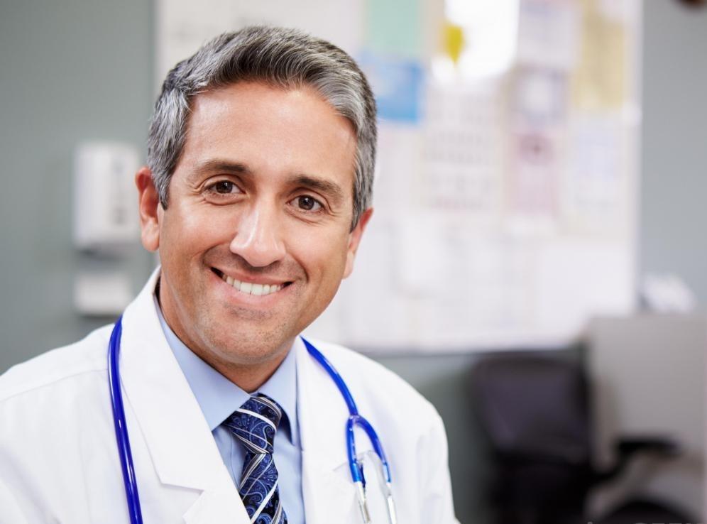 Пациенты могут выбрать работу с врачом общей практики или проктологом при разработке плана лечения анального стеноза.