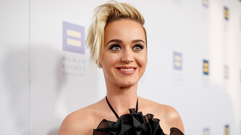 Watch Katy Perry Split Her Pants and Flash the 'American Idol' Audience