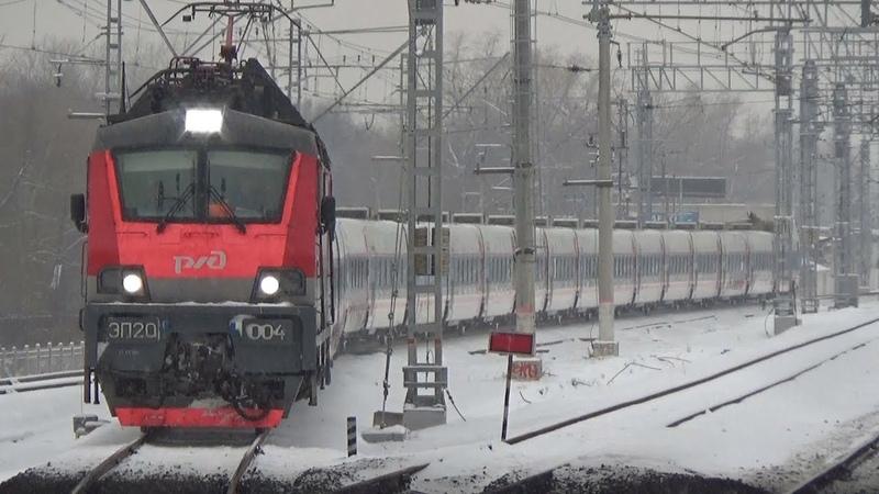 Съезд с 4 на 2 путь Приветливая бригада на ЭП20 004 со скоростным поездом Стриж №706
