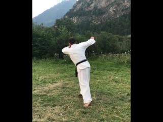 Вертухи в Кёкусинкай карате. Подготовка бойца https://vk.com/oyama_mas