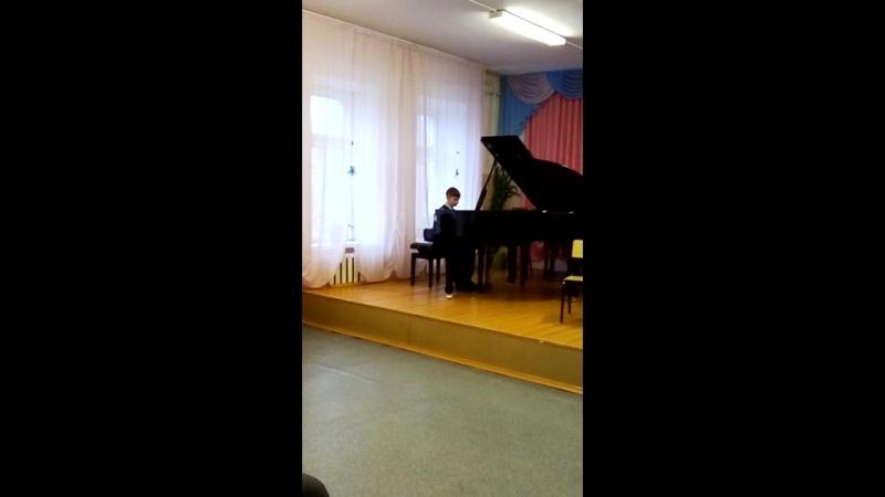 "Миша играет на концерте в муз школе Билаш Раздумье"""