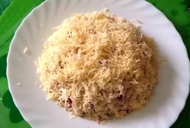 Салат с кальмарами, яблоком и гранатом  вкусный пошаговый рецепт
