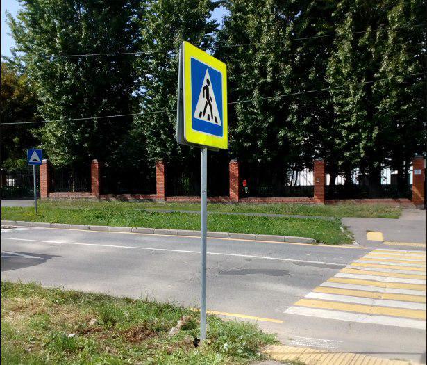 Стойку с дорожными знаками привели в порядок на Смольной